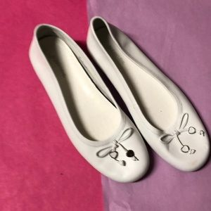 St.John Bay NEW !!white leather shoes